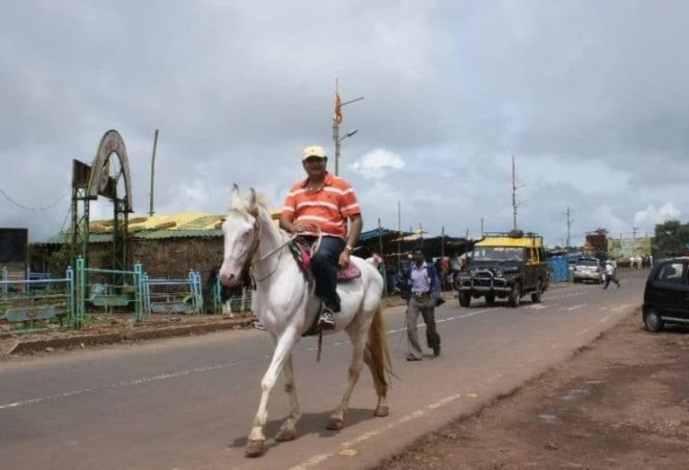 Abu-Malik-riding-a-horse-