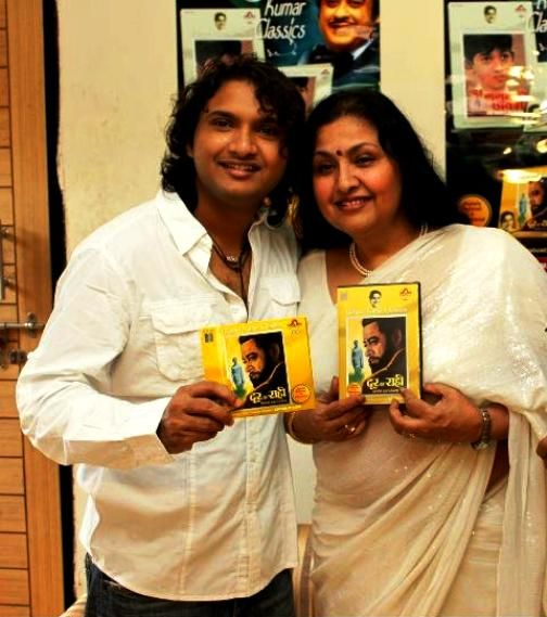 Leena-Chandavarkar-With-Her-Son-Sumeet-Kumar