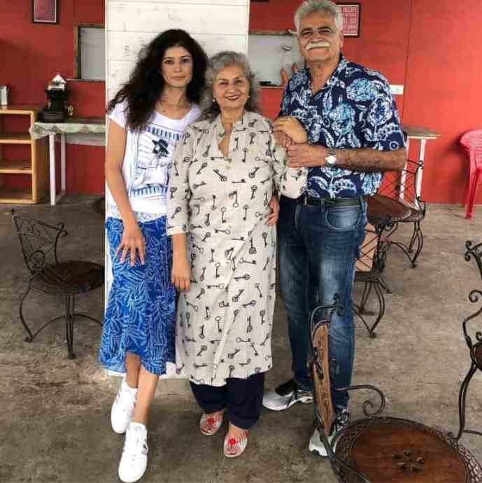 Pooja-Batra-with-her-parents