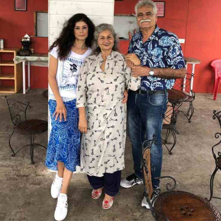 Pooja-Batra-with-her-parents