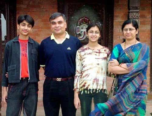 Sriti-Jha-with-her-parents and brother