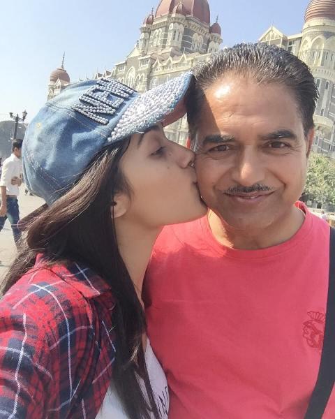 Ruhani-Sharma-father