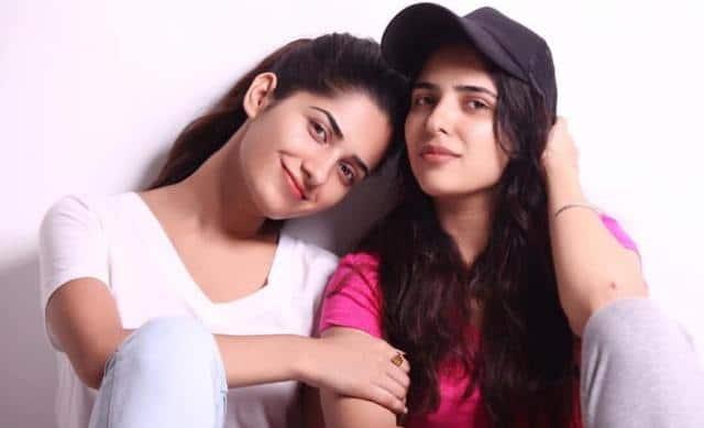 Ruhani-Sharma-sister