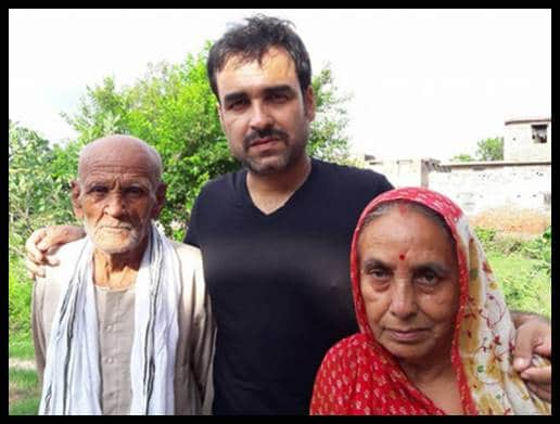 Pankaj-Tripathi-with-his-parents