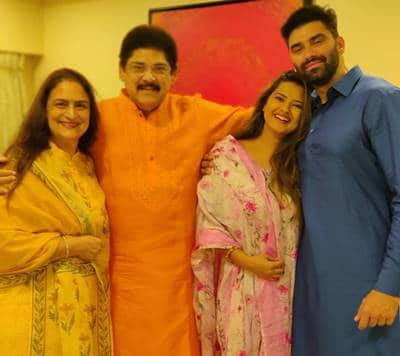 Nikitin-Dheer-with-his-father-mother-and-wife