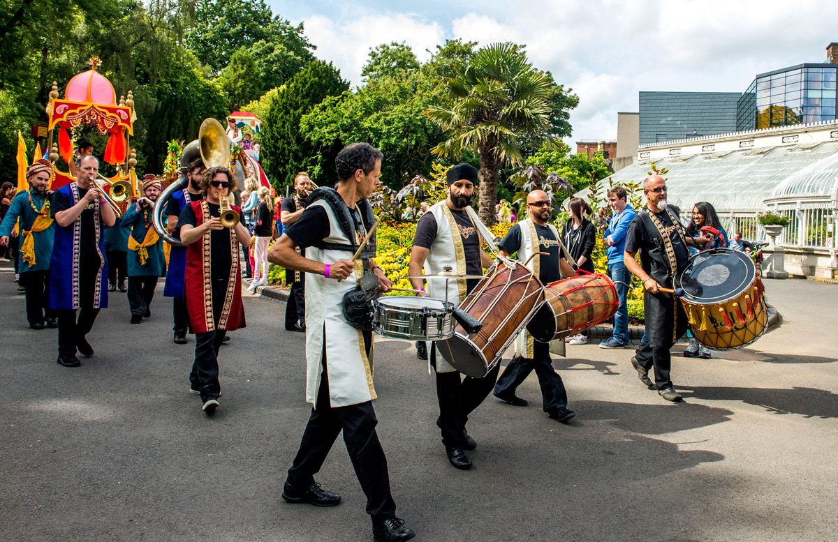 bollywood-brass-band–sliders–book-us–street–001