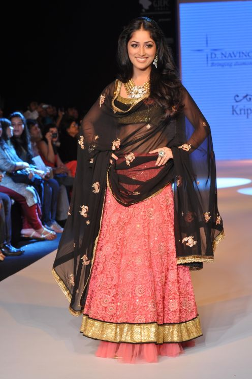 24 Yami Gautam wearing Peach colored Lehenga with short choli with Black Georgette Dupatta at IIJW 2012