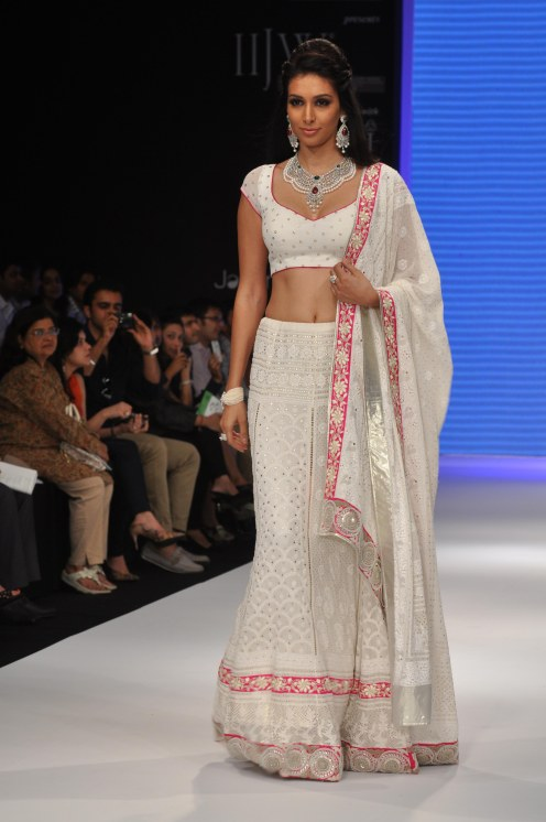 40 Preety Desai looked stunning in JASHN outfit at the IIJW 2012