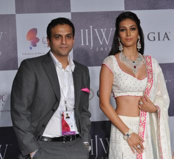 44 Rahuul Jashnani (MD - Cheif Designer JAHN) & Showstopper Preety Desai posing for photo opps at IIJW 2012