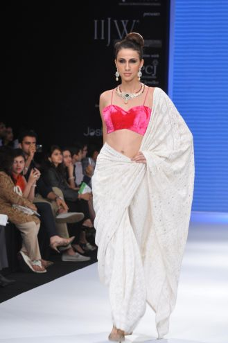 47 Models wearing an JASHN outfits at IIJW 2012