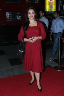 Nausheen Ali Sardar at the Red Carpet of 'Love, Wrinkle-Free' premiere at PVR, Phoenix..