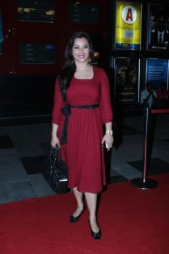 Nausheen Ali Sardar at the Red Carpet of 'Love, Wrinkle-Free' premiere at PVR, Phoenix.