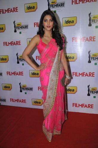 Shruti Hassan at the Red Carpet of '59th !dea Filmfare Awards 2011' (South) on 8th July at Jawaharlal Nehru indoor stadium, Chennai..