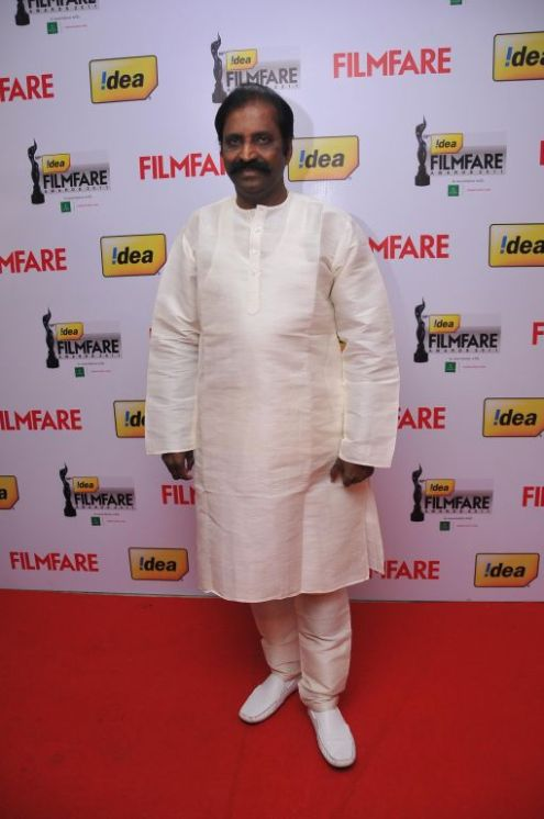 Vairamuthu received the Best Lyrics Award (Tamil) for the Song 'Sara Sara from the movie 'Vaagai Sooda Va' at the '59th !dea Filmfare Awards 2011' (