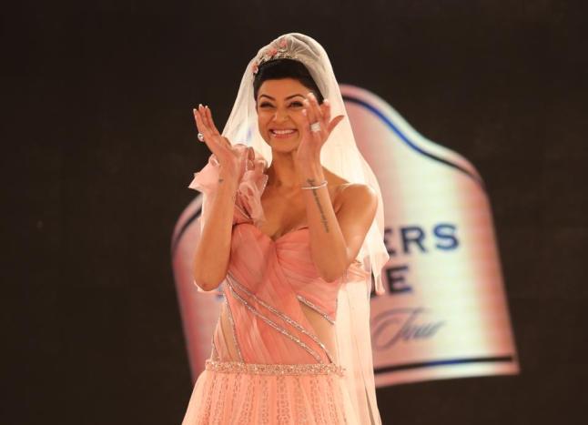 Blender's Pride Fashion Tour 2012 SANKET SAVALIYA (13)