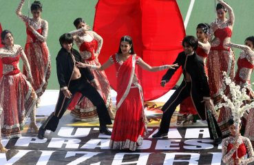 Katrina Kaif performance during UP Wizards and Delhi Waveriders Match at Lucknow on 19th Jan 2013 (3)