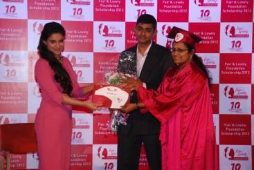 Asin & Arun Srinivas(Vice President, Skincare, Hindustan Unilever) award Fair & Lovely Scholarship 2012 to a proud winner(1)