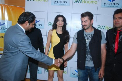 Mr. Mahesh Chakankar welcoming Neil Nitin Mukesh & Ameesha Patel at the Launch of 'Jaipur Premier League' Season-2