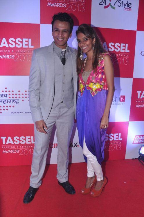 08 Singer Abhijeet Sawant & Designer Mrunal Yangad @ Tassel Fashion & Lifestyle Awards 2013