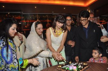 Pooja Batra cutting the annaugural cake with Ovais, Naheed & Uzair Queraishi at the launch of Yoko Sizzlers