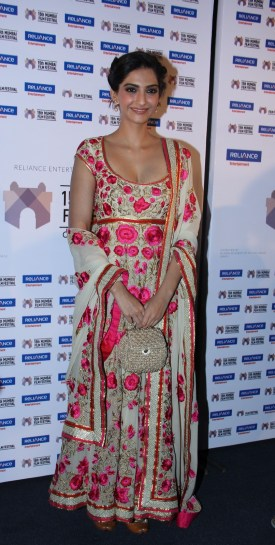 Sonam Kapoor present Little Big People at 15th Mumbai Film Festival (7)