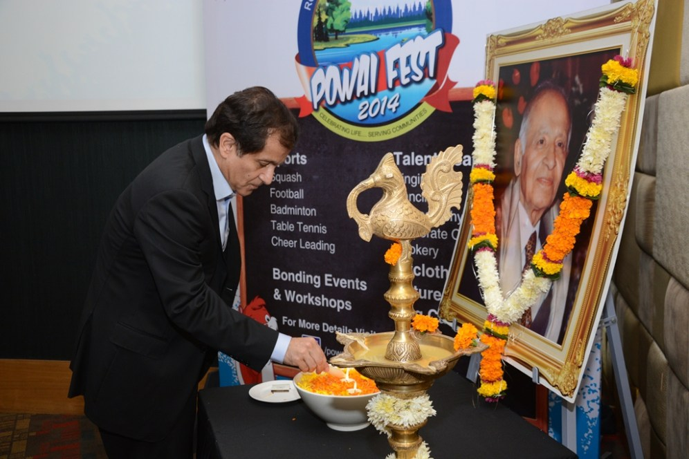 Mr. S Hiranadani, MD - Hiranandani Group launches Powai Fest 2014 by lighting the lamp & dedicating Powai Fest 2014 in memory of Founder of Hiranada