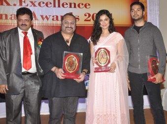 Dr. Satyendra Thakur (Organiser), Leslie Lewis, Divya Kumar Khosla & Prashantt Guptha receives an awards at the '10th Excellence National Best Debu