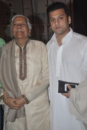 Ali with Ustad Ghulam Mustafa Khan at the launch of Quaiser Khalid's Poetry at 'Third Inrenational Poetry Festival'.