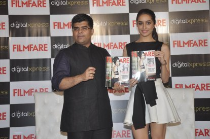 Jitesh Pillaai (Editor, Filmfare) & Shraddha Kapoor at the Filmfare Magazine cover launch at Reliance Digital, Prabhadevi.5