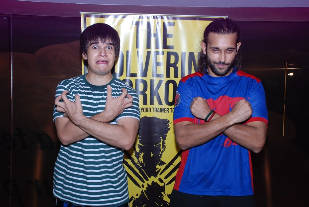 L-R, Actors Vivaan Shah and Akhil Kapur promoting The Wolverine workout at Gold's Gym, Bandra2