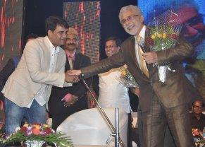 Ravi Kishan & Naseeruddin Shah released Quaiser Khalid's Poetry at Pasbaane Adab's 'Third Inrenational Poetry Festival'.