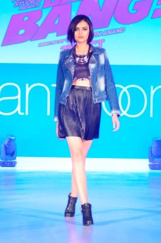 03-Model walking@launch of Bang Bang inspired Pantaloons Collection