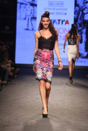 Myntra Fashion Weekend 2014 Presents Fiesty Feminine Women_s Wear with Actress Lisa Haydon on Day 3 (8)