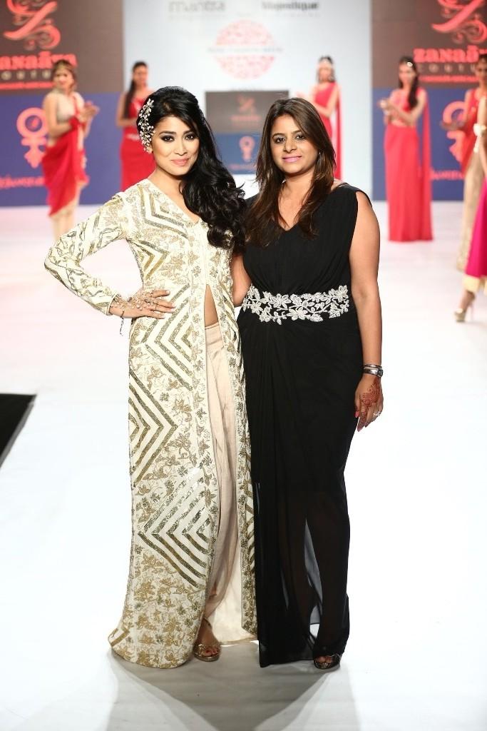 01 Actor Shriya Saran & Designer Shouger Merchant Doshi @ Pune Fashion Week Season V