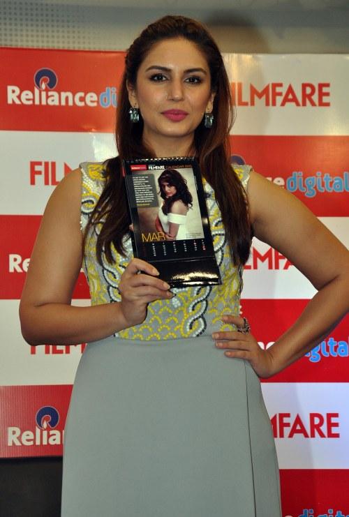 Huma Qureshi unveiled Filmfare 2015 Calendar at Reliance Digital, Prabhadevi, Mumbai.3