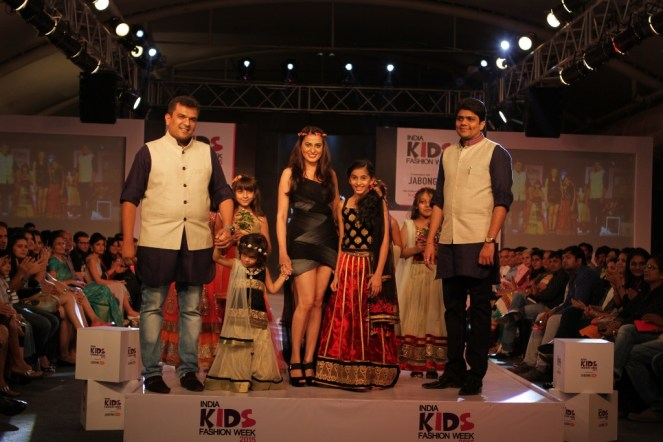 Showstoper Actress Smita Bansal walking the ramp for Era creations along with the designers