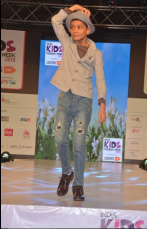 Vikas Bhalla's son Veer at IKFW for Brown Bows