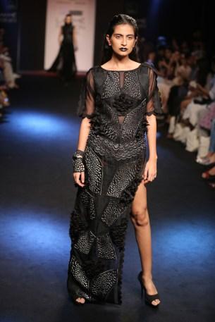 07.Model walking for Designer Eshaa Amiin @Lakme Fashion Week Winter Festive 2016