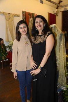 neha-hirani-with-daughter