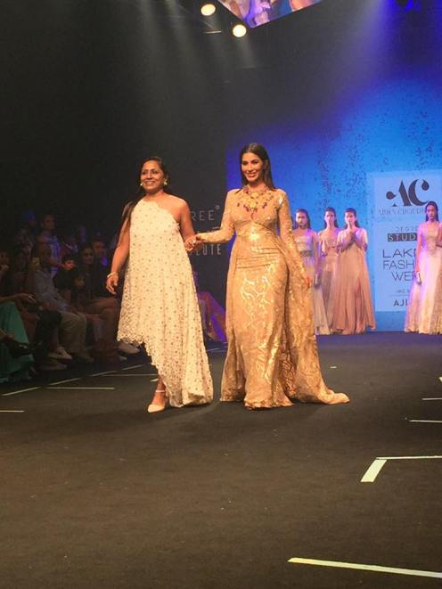 1-designer-abha-choudhary-with-showstopper-sophie-choudry-6degree-studio