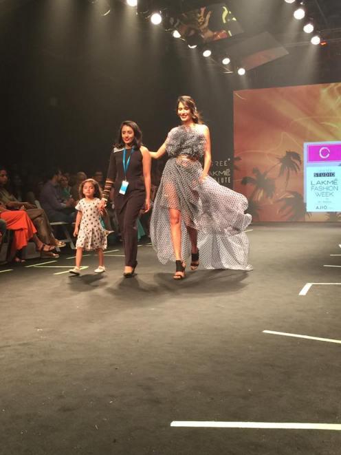 9-ujjwala-raut-showstopper-designer-vidhi-wadhwani-6degree-studio
