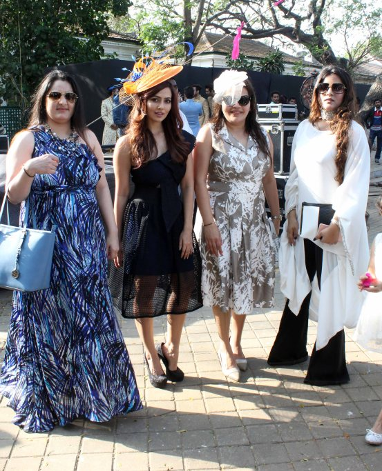 sana-khan-shaishta-ali-khan-with-friends-at-the-sshaawns-million-cup-hosted-by-waahiid-ali-khan-on-indian-derby-day