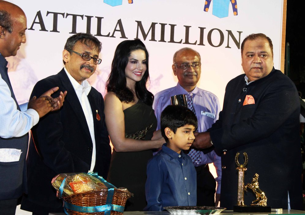 sunny-leone-attends-the-atilla-million-race-by-kishore-dhingra-4
