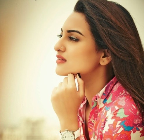 bollywood-red-sonakshi-sinha