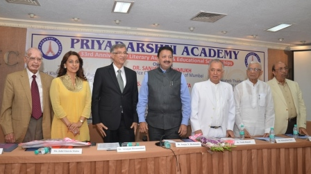 Nihchal Israni, Juhi Chawla, Niranjan Hiranandani, Dr Sanjay Deshmukh, Nanik Rupani, Dr Mohanbhai Patel and Chander Manghnani