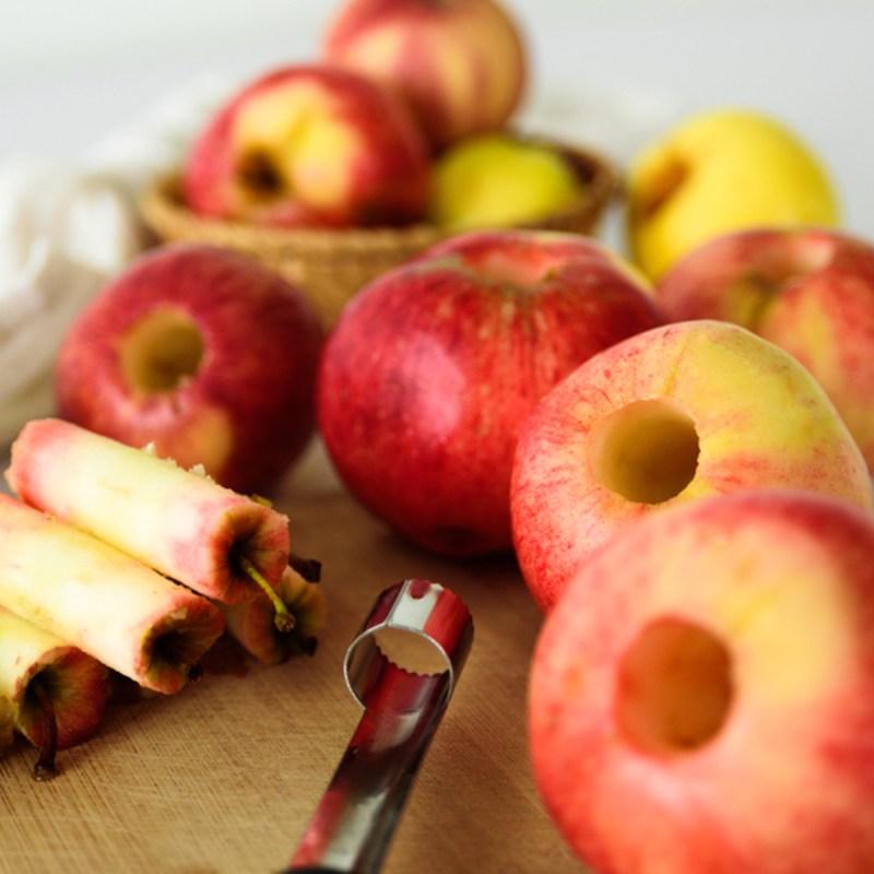 shutterstock 1198382026 coring apples - 18 maneiras de cozinhar tudo mais rápido
