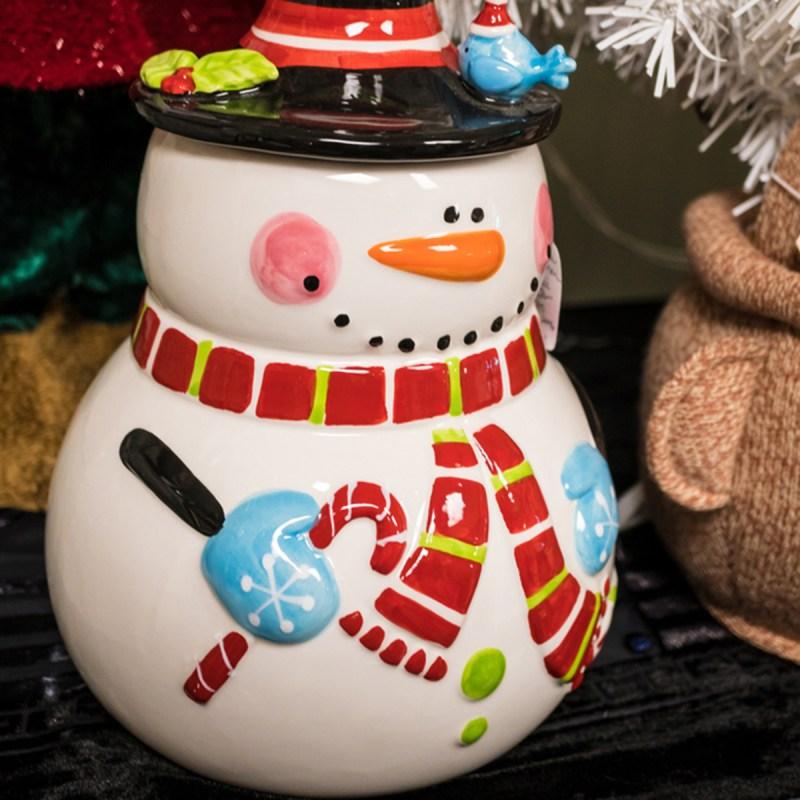 shutterstock 518064241 snowman cookie jar - 13 maneiras inteligentes de limpar e organizar seus armários