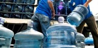 empresa-agua chofer de reparto de agua_edited
