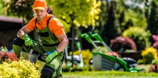 jardinero para mantenimiento de espacios verdes_edited