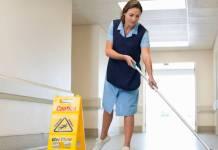 lady cleaning floor limpieza personal de limpieza_edited